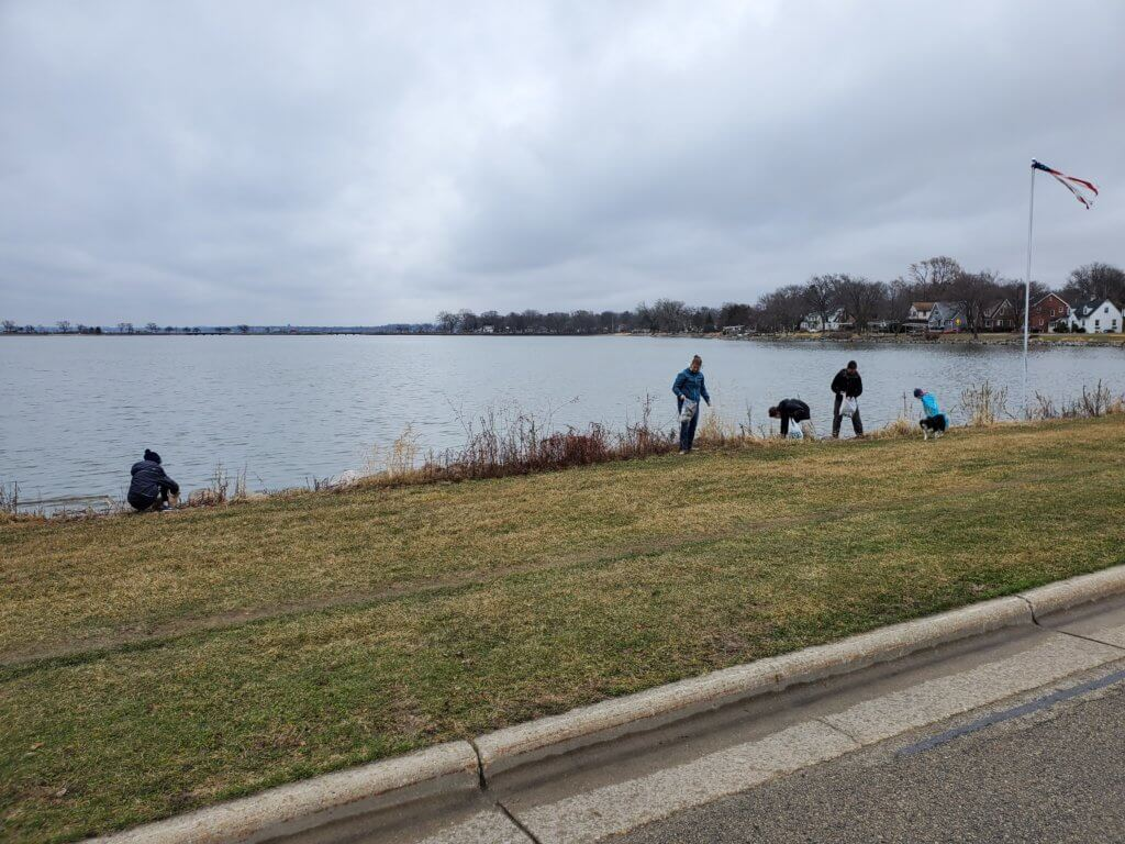 Group picks up trash near Monona Bay